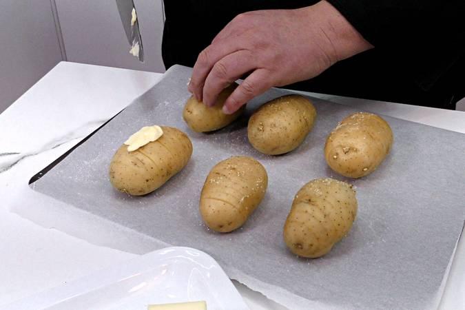 Sazonar y poner la mantequilla