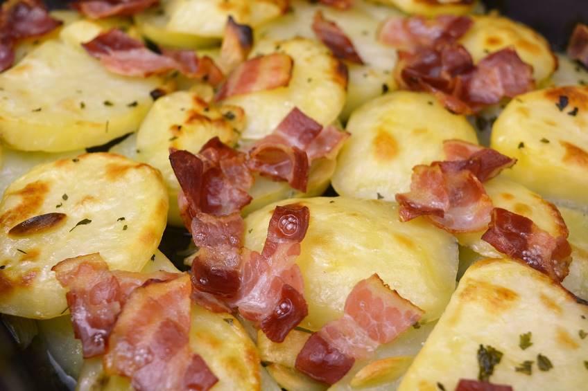 Paso 5 de Patatas al ajillo con beicon