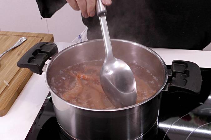 Paso 2 de Cóctel de gambas recetas para Navidad