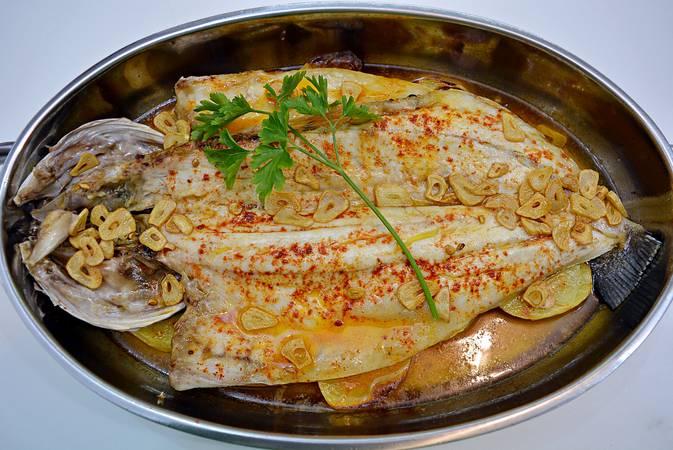 Paso 5 de Lubina a la espalda, receta casera