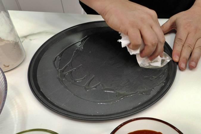 Engrasamos la bandeja