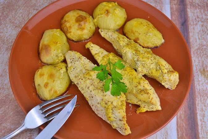 Paso 5 de Pechugas de pollo a la mostaza con patatas