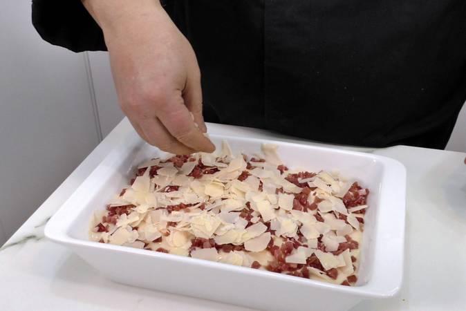 Poner el jamón y el queso