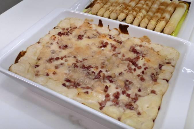 Paso 5 de Huevos cocidos con bechamel, jamón y queso gratinados