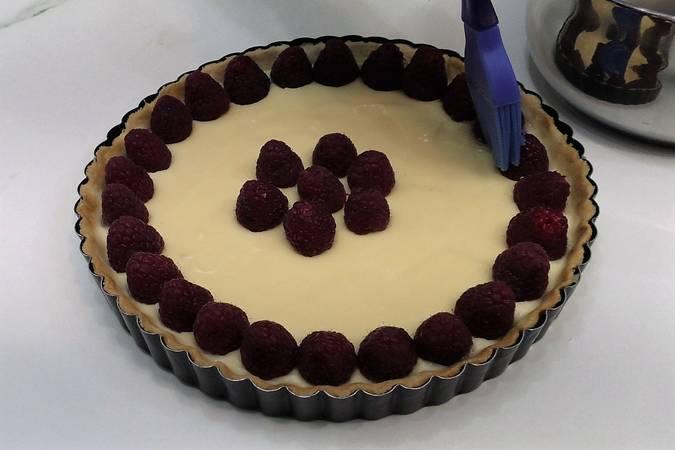 Paso 7 de Cómo hacer tarta de chocolate blanco y frambuesas