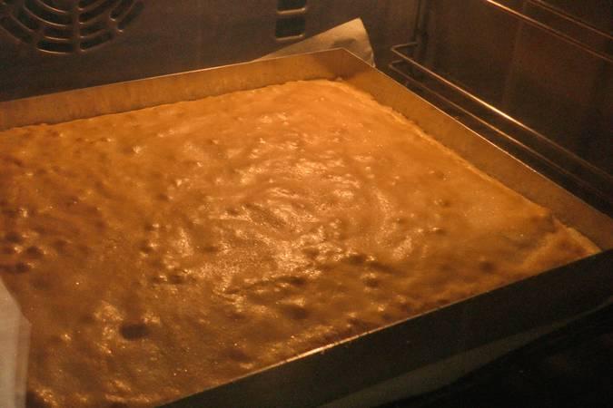 Calentar el horno y hornear la bica gallega