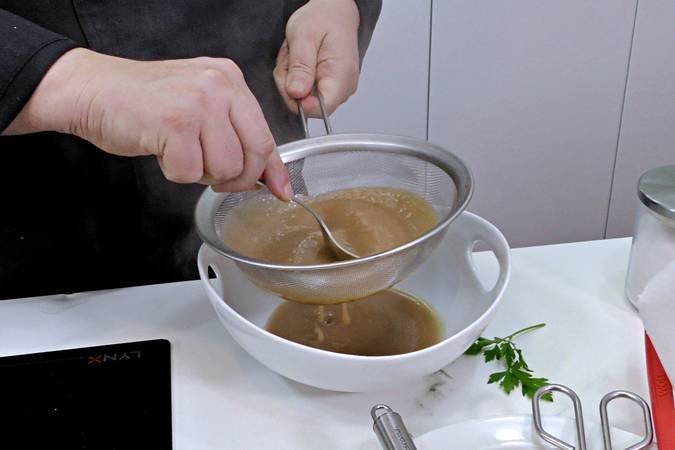 Paso 10 de Solomillo de cerdo a la sal con champiñones