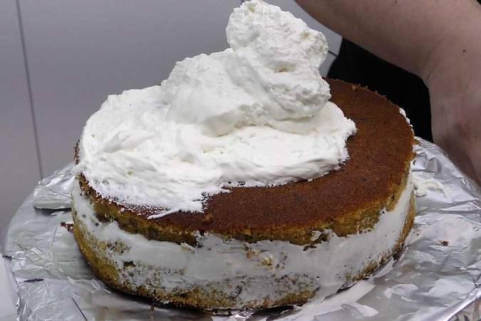 Poner más crema de queso