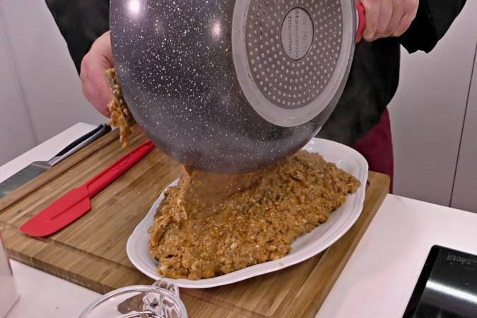 Paso 1 de Pimientos rellenos de carne con salsa de tomate