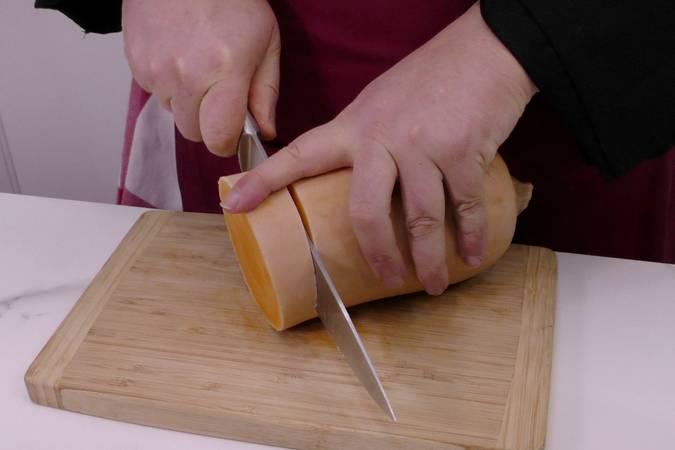 Paso 1 de Crema de calabaza con virutas de ibérico