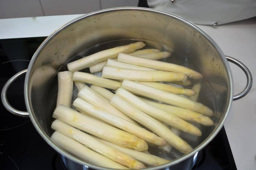 Paso 3 de Como cocer espárragos frescos al punto