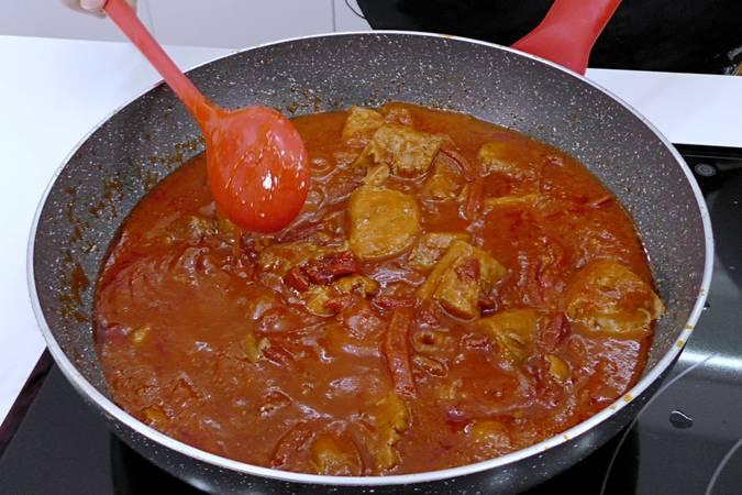 Paso 6 de Receta de atún con salsa de tomate y pimientos del piquillo