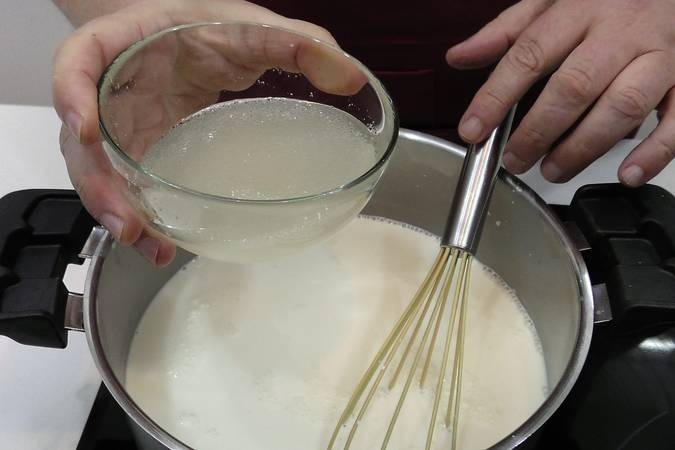 Removemos los ingredientes y añadimos la gelatina