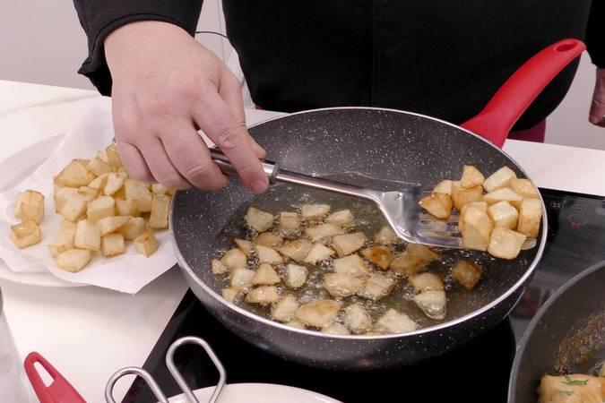 Paso 5 de Trucos para hacer la mejor receta de pollo al ajillo