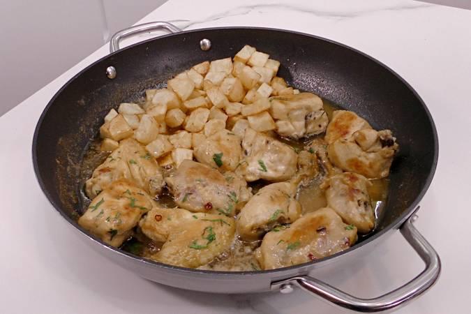 Paso 6 de Trucos para hacer la mejor receta de pollo al ajillo
