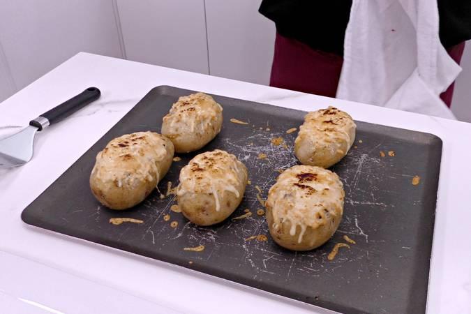Paso 6 de Patatas rellenas de pollo y champiñones
