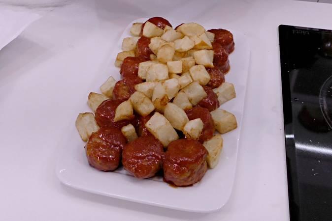 Paso 8 de Albóndigas con patatas