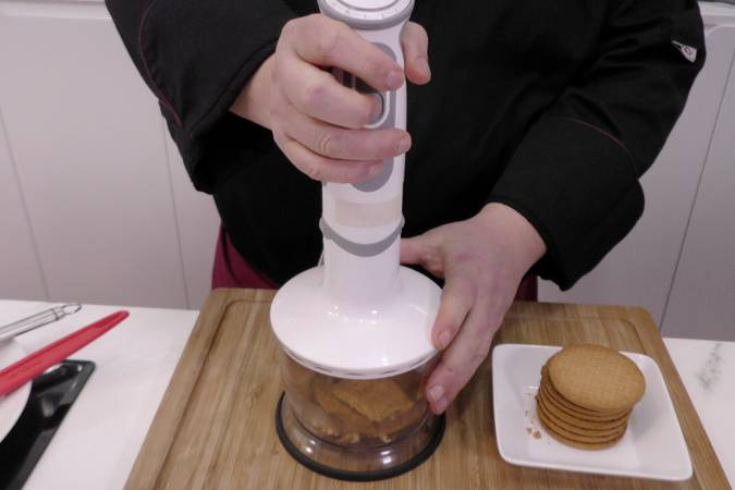 Paso 1 de Tarta de chocolate blanco sin horno