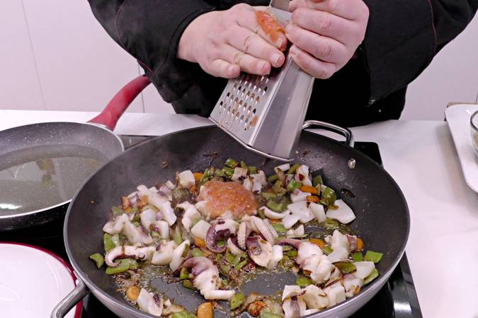 Paso 4 de Albóndigas con sepia y verduras