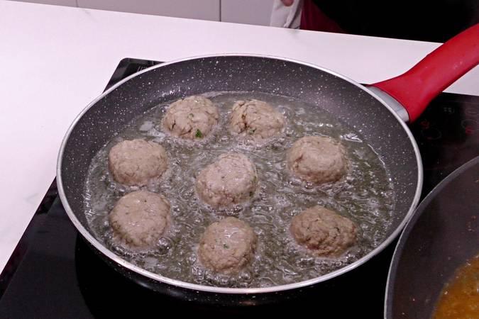 Paso 5 de Albóndigas con sepia y verduras