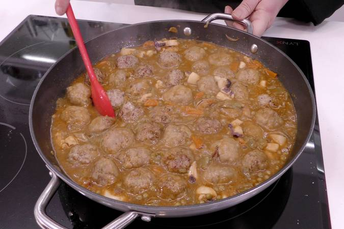 Paso 7 de Albóndigas con sepia y verduras