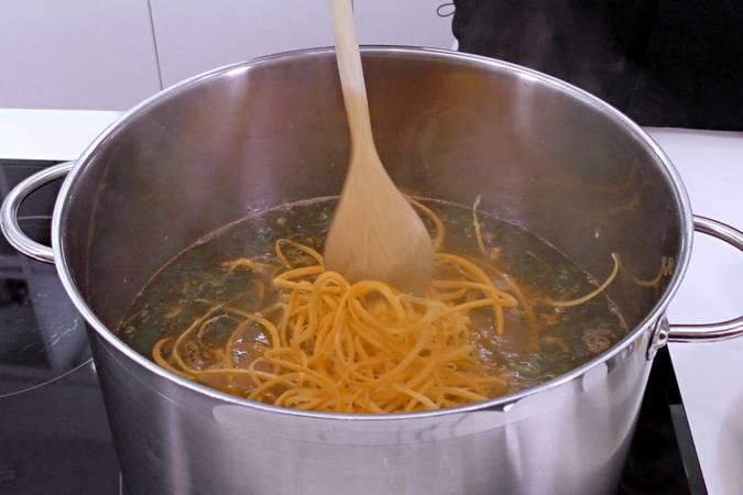 Paso 4 de Sopa de garbanzos al estilo asiático