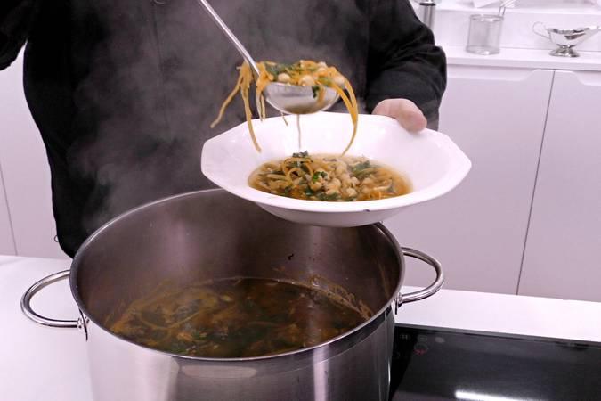 Paso 5 de Sopa de garbanzos al estilo asiático