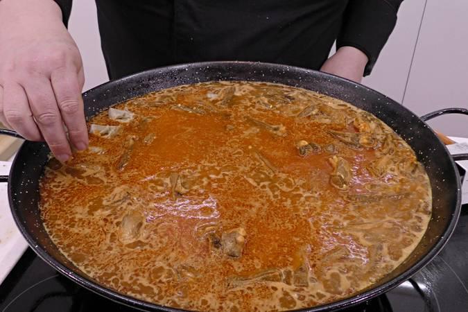Paso 6 de Arroz con cordero y alcachofas de Tudela