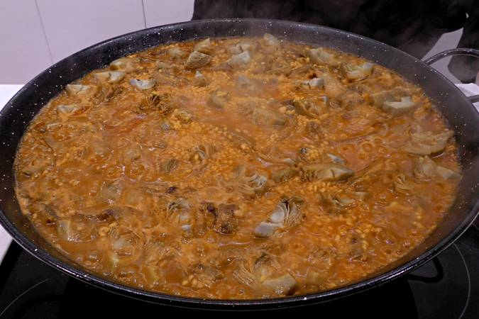Paso 7 de Arroz con cordero y alcachofas de Tudela