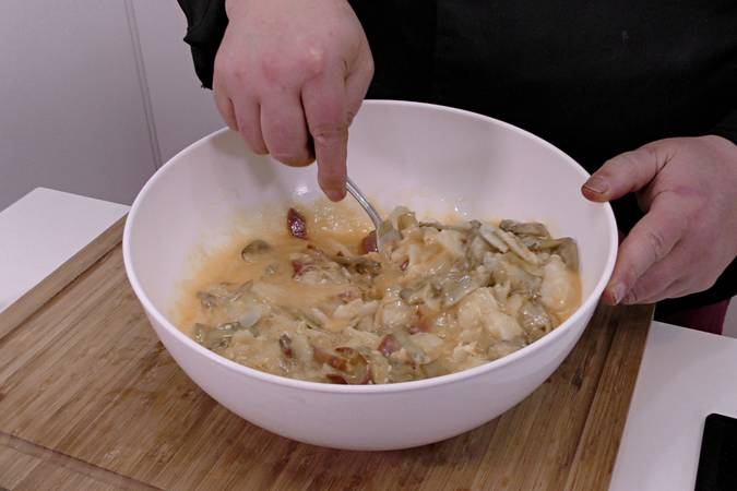 Paso 5 de Tortilla de patata con jamón y alcachofas