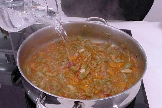 Paso 4 de Receta de pollo a la jardinera, cocina española