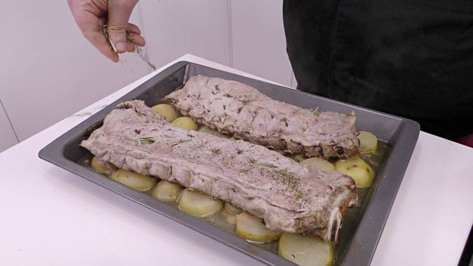 Paso 3 de Costilla de cerdo al horno con patatas