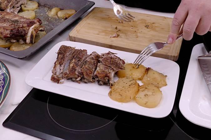 Paso 5 de Costilla de cerdo al horno con patatas