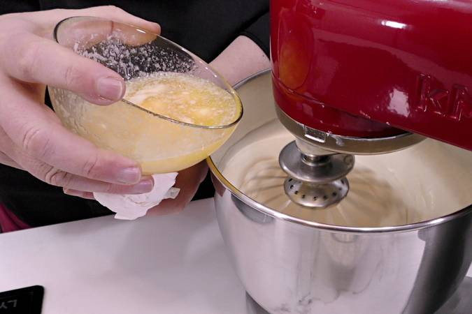 Paso 2 de Bizcocho de leche y mantequilla