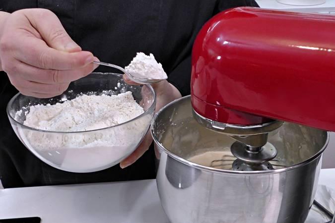 Paso 3 de Bizcocho de leche y mantequilla