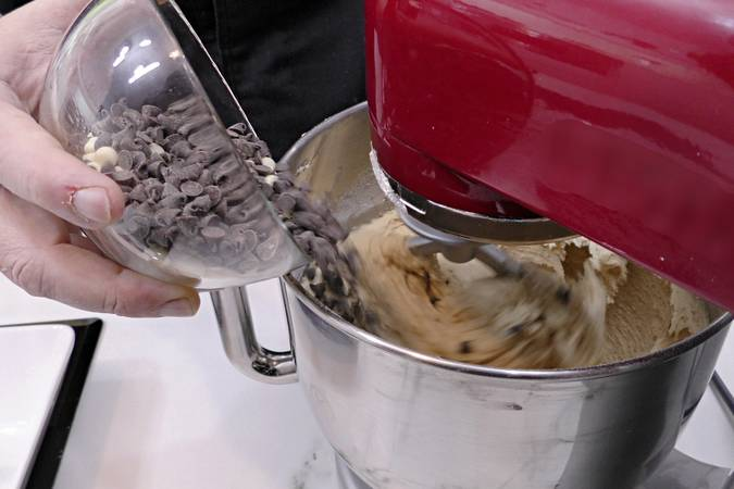Agregar las pepitas de chocolate