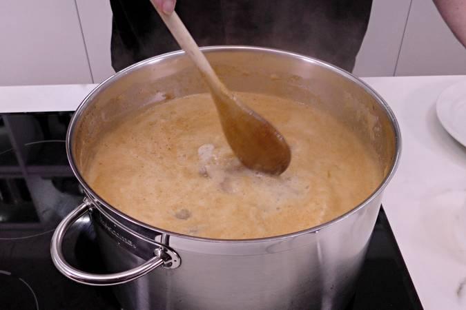 Paso 2 de Como hacer arroz a banda con rape y langostinos