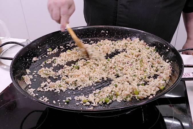 Paso 6 de Como hacer arroz a banda con rape y langostinos