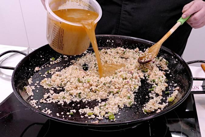 Paso 7 de Como hacer arroz a banda con rape y langostinos