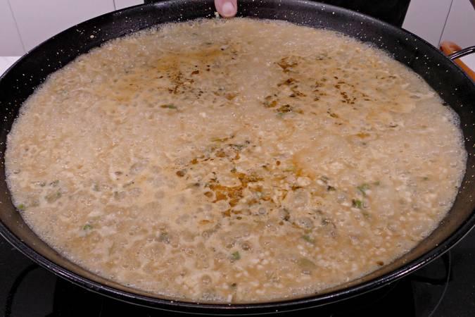 Paso 8 de Como hacer arroz a banda con rape y langostinos