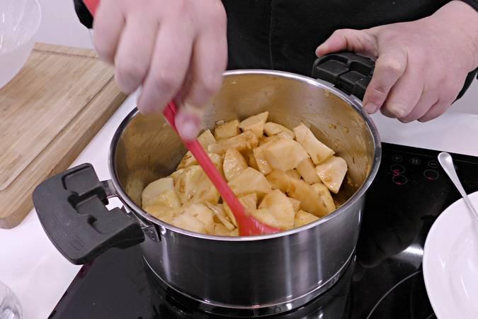 Paso 4 de Patatas revolconas con pulpo braseado