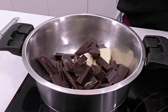 Fundimos el chocolate con la mantequilla