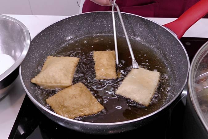 Paso 4 de Rosquillas de pueblo, receta casera