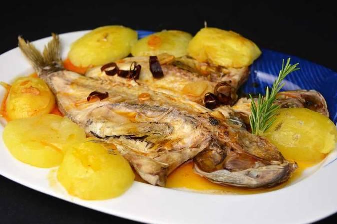 Paso 7 de Corvina al horno con patatas para Navidad