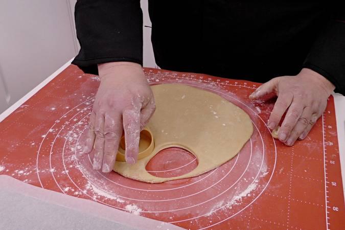 Paso 5 de Rosquillas caseras de limón al horno