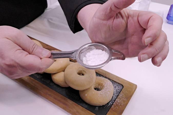 Paso 8 de Rosquillas caseras de limón al horno