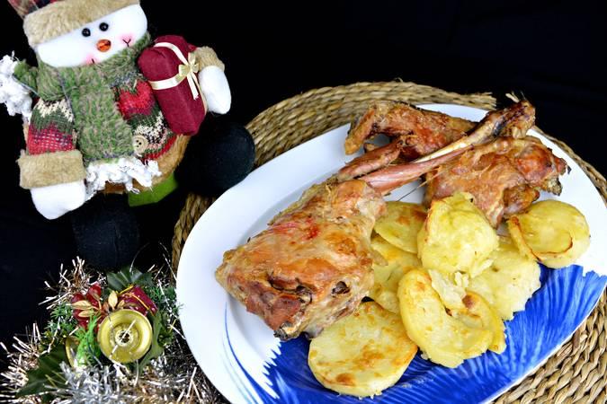 Paso 7 de Cordero asado al horno con patatas para Navidad