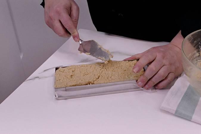 Colocamos la masa en los moldes