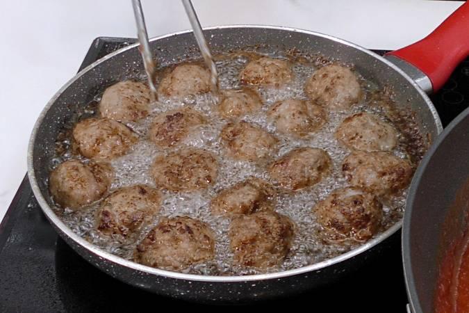 Paso 2 de Espaguetis con albóndigas en Mycook Touch