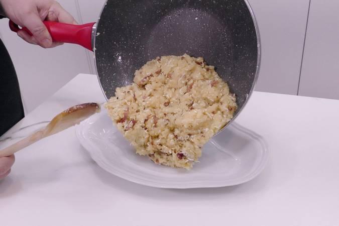 Paso 4 de Bolas de patata con beicon y queso parmesano